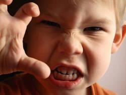 Gestire l'aggressività nella prima infanzia